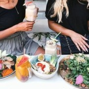 If you're sick of the dining hall food at University of Southern California, here are some tips for eating healthy at USC and healthy food alternatives!