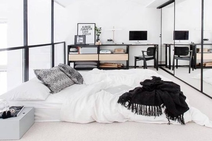 Here are ten simple bedroom door decoration ideas you can use in your dorm. They are all inexpensive decor ideas that are original and cute! Check it out!