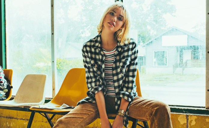 It's that time of year! Outfits with flannels are back. We have all the cute flannel shirt outfits you'll need to get cozy and warm for the cooler months!