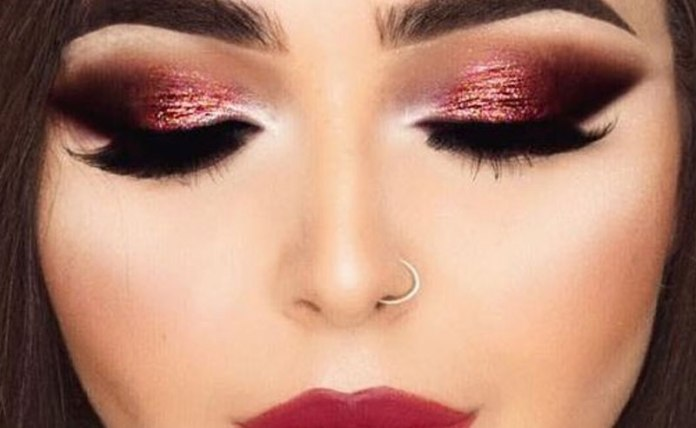 Sometimes it can be hard finding the right look to go for. Check out these 20 beautiful Christmas makeup looks that are perfect for any holiday party.