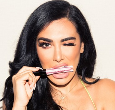 If you love makeup, here are some of the best beauty YouTubers to follow! These gurus have the best channels for tutorials and entertainment!