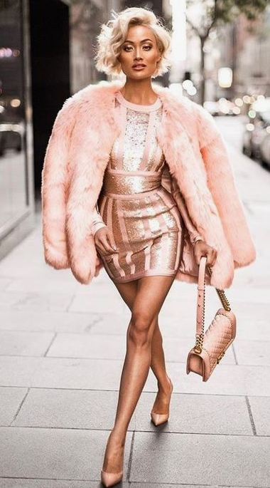 This faux fur coat is perfect for New Years Eve outfit ideas!