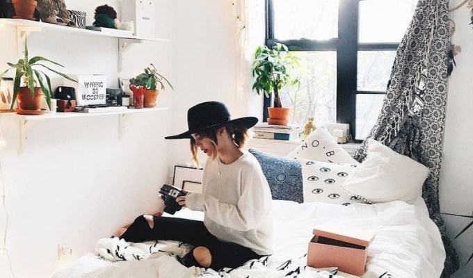 These are some of the best and worst parts of college dorm life that everyone deserves to know about. From the roommates, suitemates, drama, and overall style of your dorm, these are the tips you need.