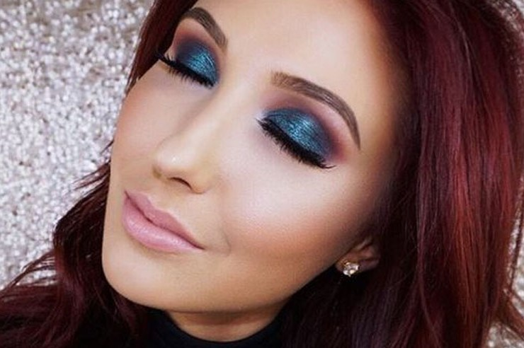 These are the best makeup tutorials on YouTube that will show you how to do makeup like a pro. Makeup tutorials may seem challenging at first. These easy makeup tutorials on YouTube will make it a breeze to apply.