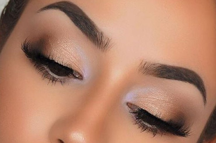 These are the best natural eye makeup looks to try out! These eye makeup looks will flatter everyone for any occasion. Rocking a natural eye makeup is a safe choice that will go with every outfit.
