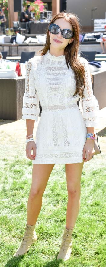 This is one of the cutest celebrity festival looks!