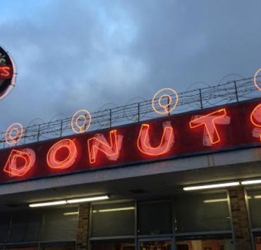 The state of Tennessee is truly like no other. From getting donuts At Gibson's to a burger at Huey's and everything in between, here are 12 definite signs you were born and raised in Memphis TN!