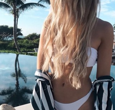 """Do you ever see those golden beach-babes with long hair and careless smiles as you scroll through Instagram or Twitter while """"studying"""" in the library? Imagine an entire area code of them and then you have Melbourne, Florida. If you're wondering if you are truly from the 321, read this article for the 12 key signs."""