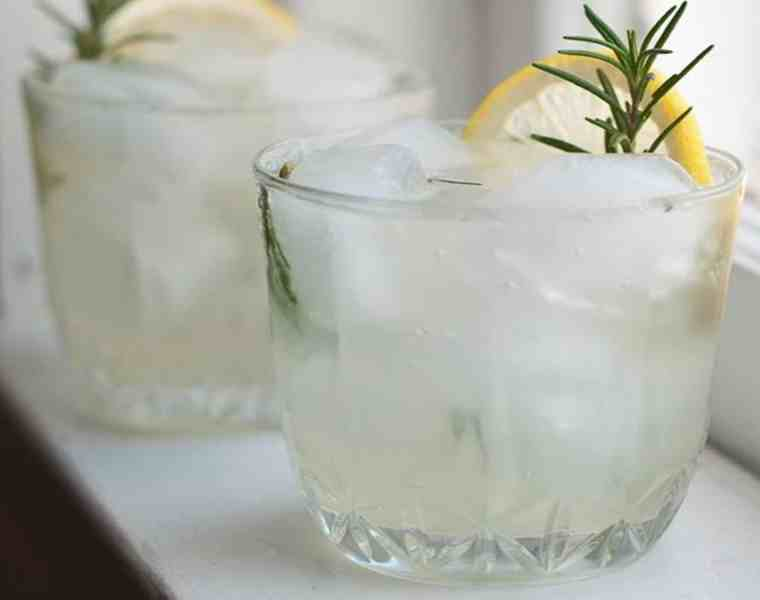 So if you are the DD or are on the sober bandwagon and don't want to be stuck with water when your friends are having margaritas, here are some of the best mocktails you should try.