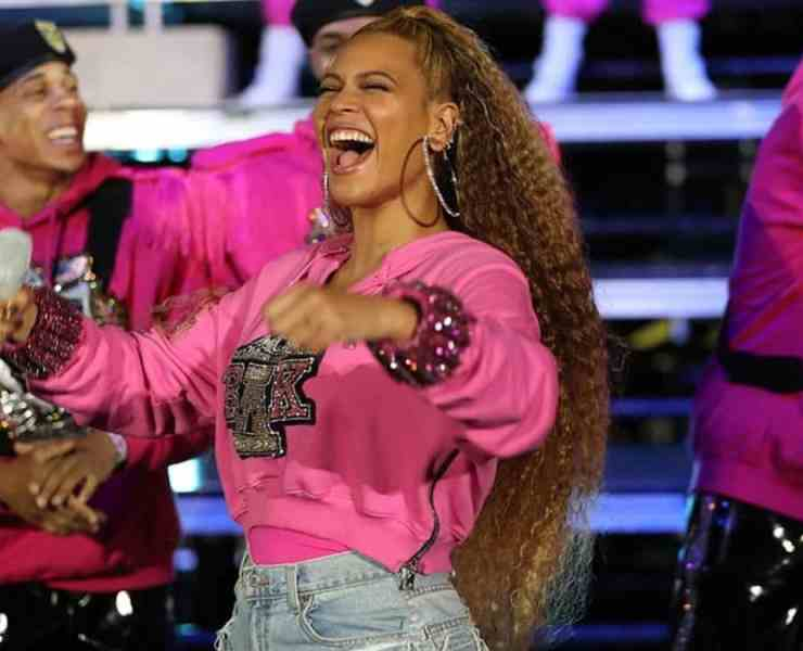 Beyoncé headlined at Coachella 2018 these past two weekends, marking her return to the stage post her second pregnancy and making her the first African American female to headline the festival! Here's why we all need to pay more attention to Beyoncé's Coachella performance.