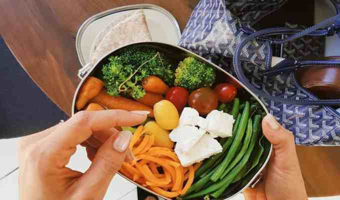 It can be easy to buy lunch every day, but that doesn't mean well for your wallet or your waistline. These five easy meal prep lunches are as simple as it gets, healthy, and minimize time in the kitchen.