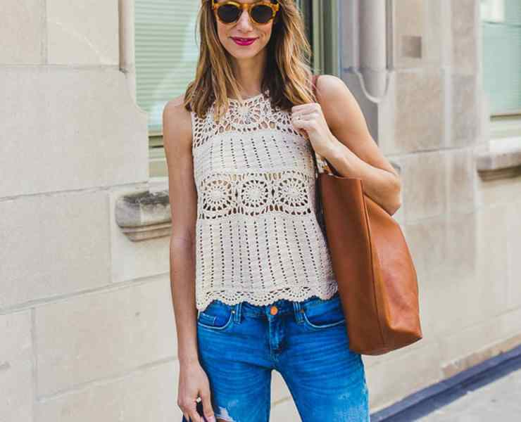 Instagram is known for users sharing photos of their lives. Many users go on to be style influencers or fashion bloggers. These people can inspire you to be fashionable and create outfits that are cute and professional. Here are 10 lifestyle Instagram bloggers with amazing fashion to follow and get inspo from!
