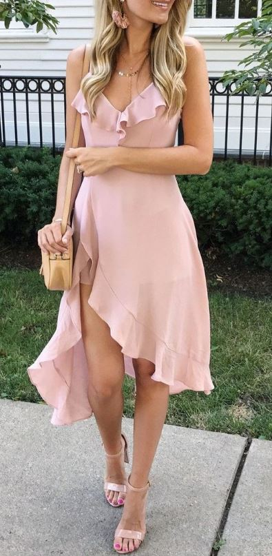 These brands have cute spring sorority formal dresses and ideas!