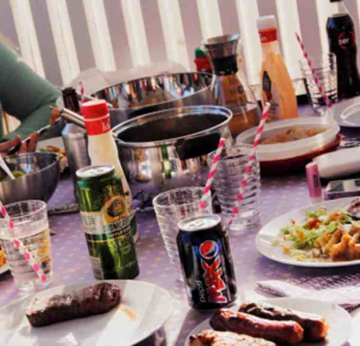The ultimate checklist for hosting a BBQ party. Here is everything you will need for having a barbecue or a summer party so that everyone will have fun from the games, to food and a theme!