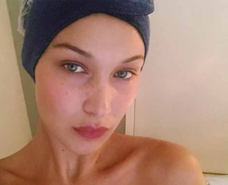 It's crazy how so many celebrities without makeup still look gorgeous. We're just so used to seeing our favorite celebs with so much makeup on, we never see these celebs' bare faces, which are just as stunning!