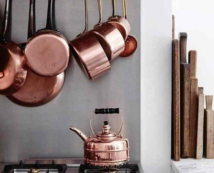 These copper kitchen accessories add some warm tones to your space. Copper is very on-trend and it gives off a luxe vibe as well. Take a look at the copper items we have chosen to add to your kitchen.