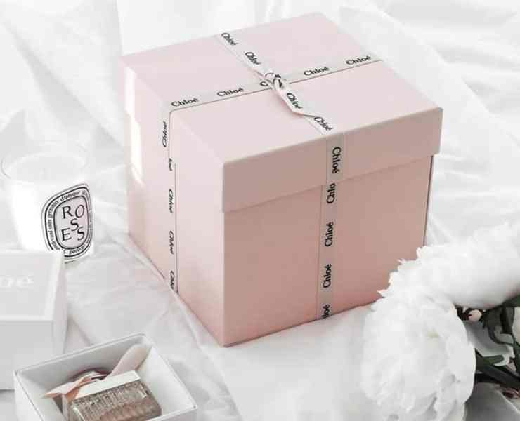 Fashion subscription boxes are great for gifts and for yourself. From workout clothes to sexy lingerie to personalized wardrobes, these fashion boxes offer a wide array of items. Check out the list we've gathered of notable subscription boxes you need in your life.