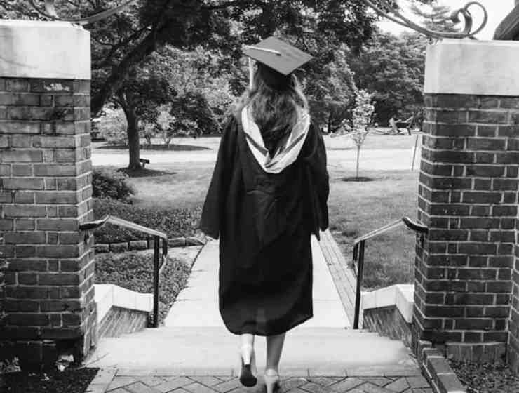 Graduation day is a big milestone in your life. Make sure that it goes smoothly by following these graduation hacks to enjoy your day to the fullest!