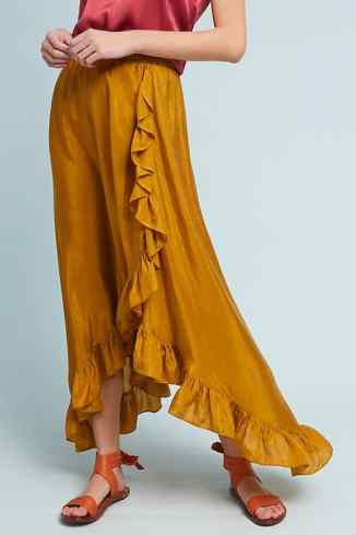 Here are 15 hippie outfits you NEED to copy! WE love this flowy mustard skirt!