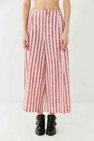 Here are 15 hippie outfits you NEED to copy! Striped pants are super in right now!
