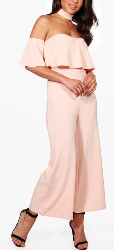 This is one of the summer wedding outfits that is trendy and chic.