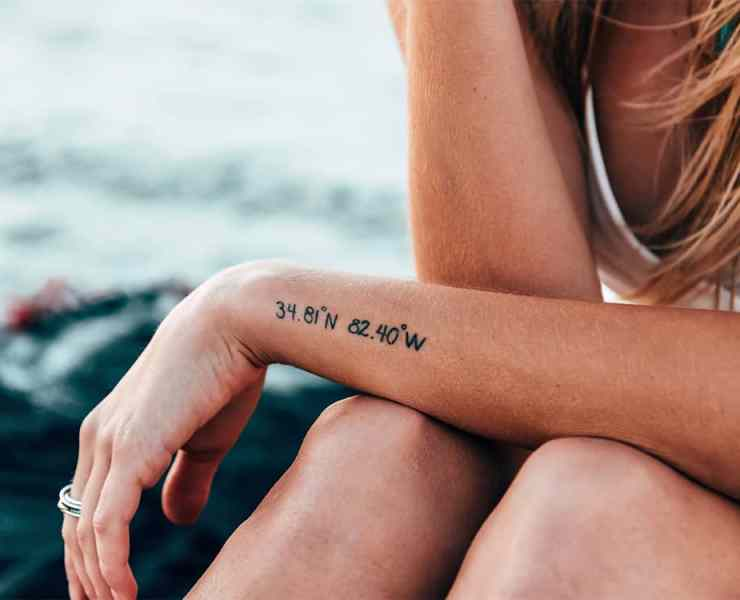Tattoos hurt, but are so worth it. Want meaningful artwork on your body, but not a whole sleeve? Think small! Here are 15 small simple tattoos we adore.