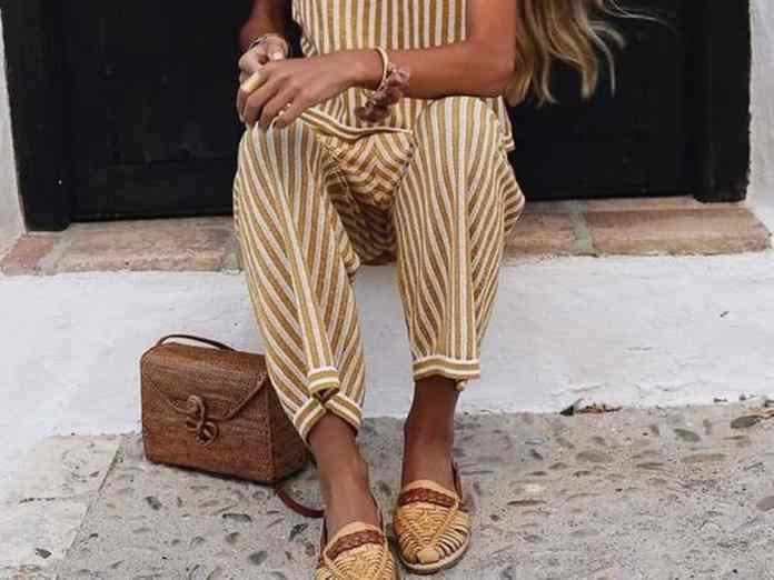 Take a peak at the striped culotte jumpsuit looks trending for summer 2018. The culotte jumpsuit outfit is perfect for the office, brunch and date night!