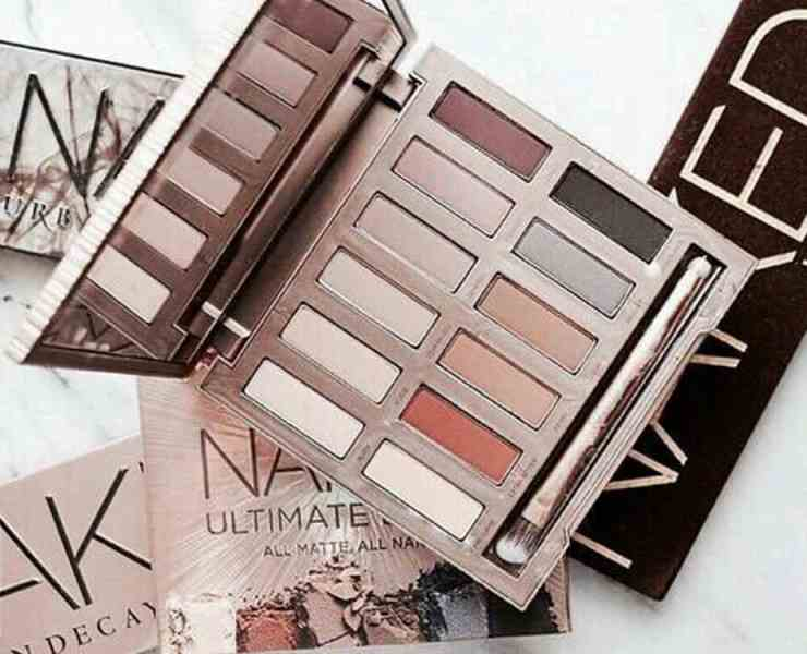 These travel makeup palettes are perfect for trips and on-the-go. Each travel size makeup kit comes with many shades for different skin tones.