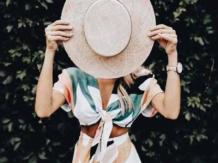 Summer 2018 has officially begun and these trendy summer outfits are giving us vibes. From beach casual dresses to high waisted trouser pants, I've got it.