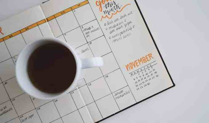 This is the best checklist to follow in creating the most successful calendar for college to make the application process easier!