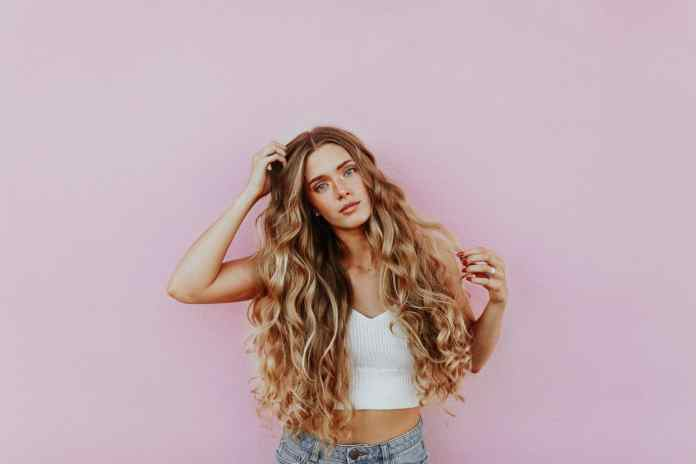 Air drying won't always bring out the best in your curls. Check out our tips on how to dry and maintain those gorgeous curls.