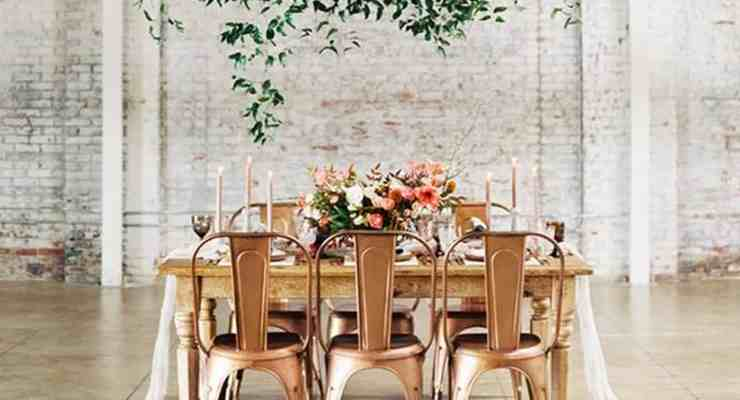 Looking for some rustic wedding ideas for fall? These cheap outdoor wedding decoration pictures showcase the perfect country themed wedding decor!
