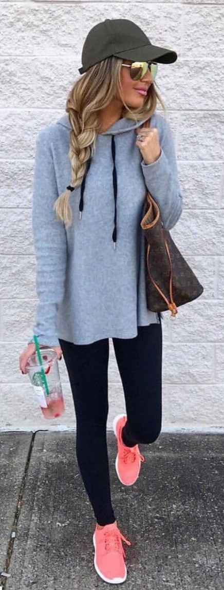 5336b8b1f16 Last minute grocery store run outfit. Check out these cute black leggings  to copy!