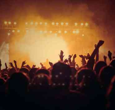 Are you a concert junkie? Do you love going to concerts and obsess over bands? Here are some more things you do when you're a concert junkie!