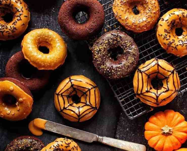 Take a look at these spooky recipes for your Halloween party this fall season. These treats are perfect for a party with all your friends.