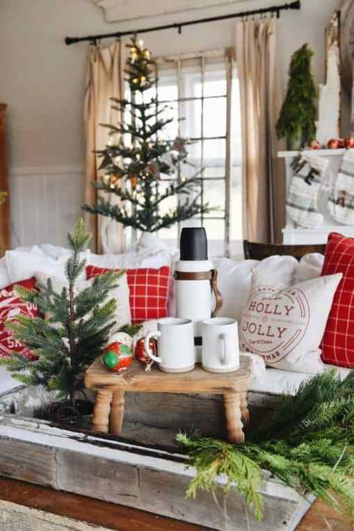 Trendy and Cozy Holiday Decorating Ideas #christmas #holidays #christmasdecorations