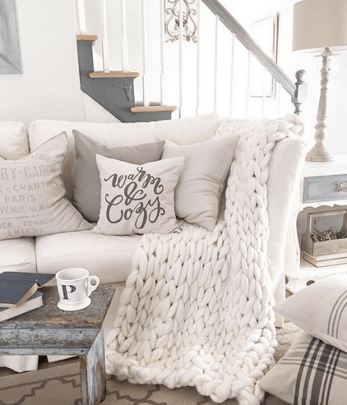 Trendy and Cozy White Holiday Decorating Ideas