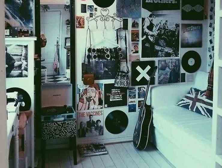 Here are some easy and affordable ways on how to decorate your dorm. It doesnt always have to be super expensive when setting up your space for school.