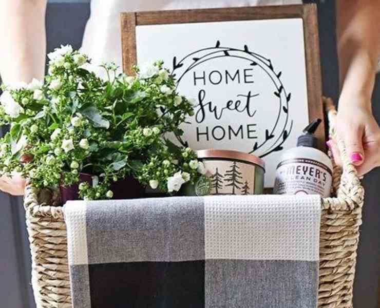 Here are the best housewarming gifts under 20 dollars that your friends and family will love! A nice low price gesture can go a long way.