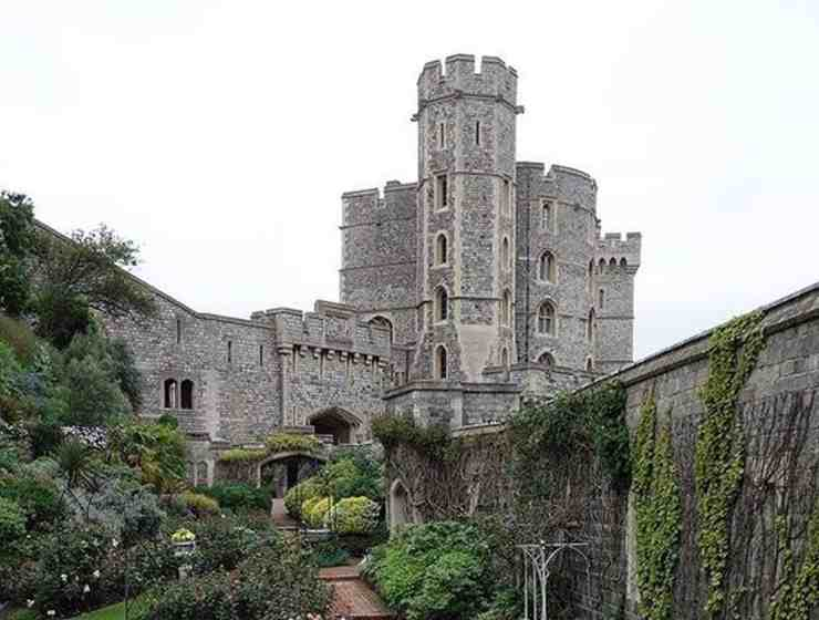 Windsor castle is a hot spot for travellers in England. If you're thinking about going, take this advice from someone who has been.