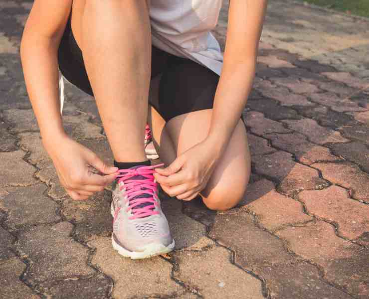 Easy ways to exercise can be a lifesaver when you can't make it to the gym. These simple exercises will keep you in shape and feeling good.