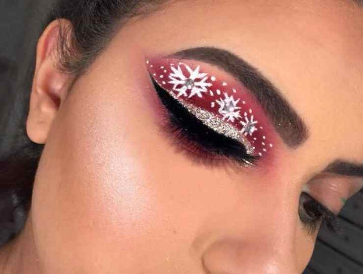 These holiday makeup looks are going to have you looking festive during your next Christmas party. Here are our favorite Christmas makeup looks!
