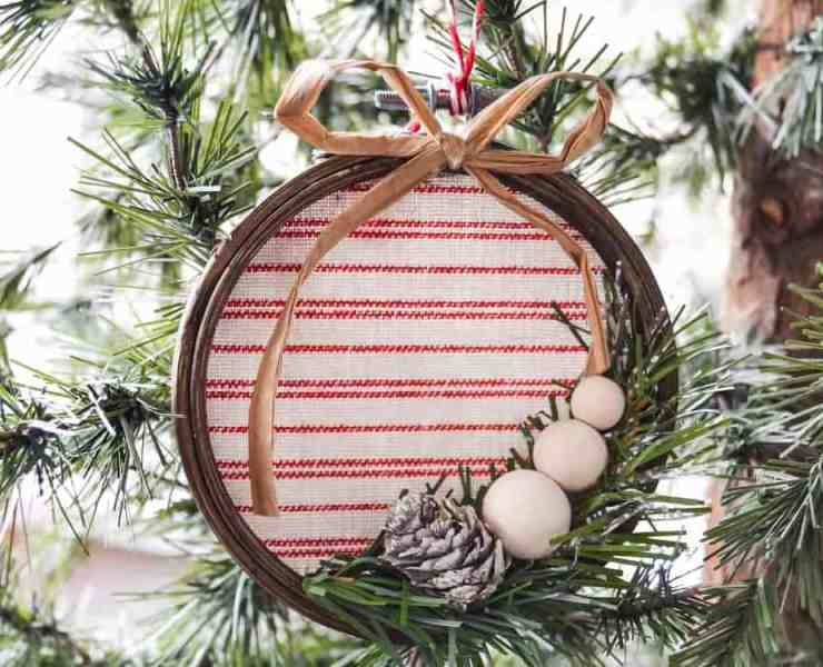 These DIY Christmas ornaments are going to make your tree look great this year! Here are some of our favorite DIY Christmas decorations!
