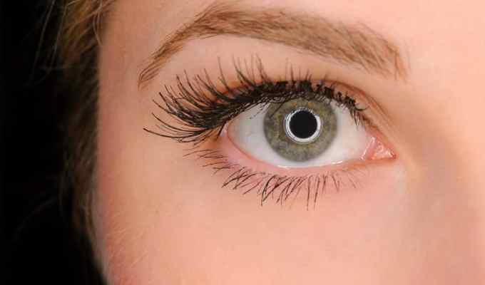 False eyelashes are one of the latest beauty trends. I recently tried a hack that completely changed my outlook on them that you should try, too!