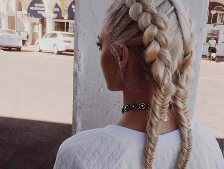 You might want to change up your hair-do before ringing in the new year. Before booking a salon appointment and making the cut, check out these trendy haircuts now!