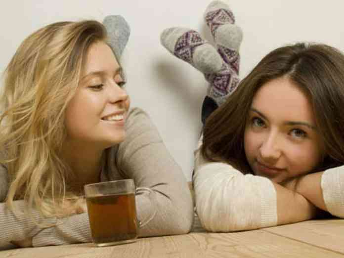 Roommate struggles can be all too real for college students out there. These are just some of the roomie issues you may face!