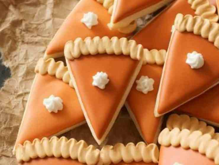 These Thanksgiving desserts are going to be loved by all of your guests! We've put together a list of some of the tastiest treats!
