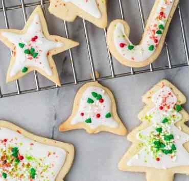These Christmas cookie recipes are going to leave your stomach growling! Here are some of our favorite holiday cookies you need to try!