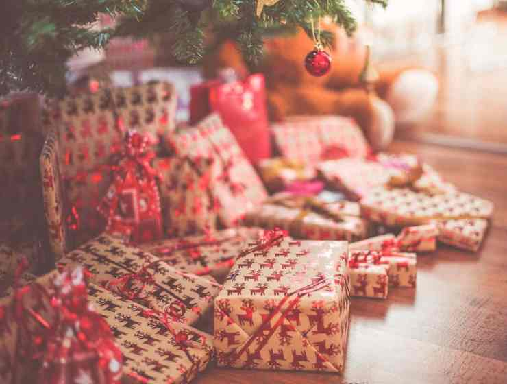 It's time to start Christmas shopping! But spending all of that money can be a little hard. With that in mind, we've put together a list of tips to help!