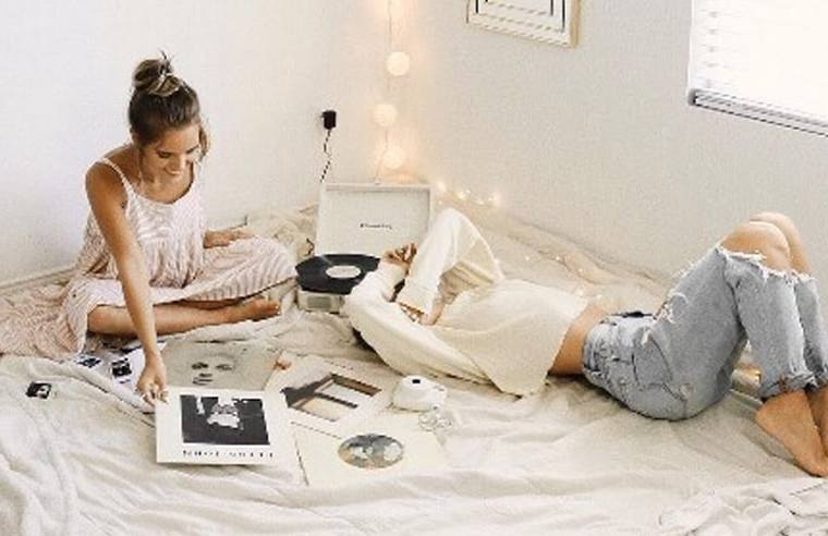 Everyone has roommate struggles. Here are the biggest setbacks of having a roommate that every college student can relate too.